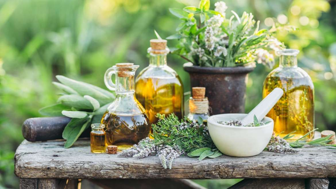Essential Oils & Armoatherapy: Complete Guide